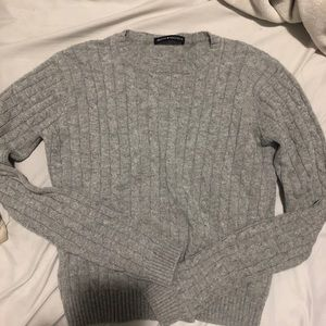 Brandy Melville Olsen cable knit sweater